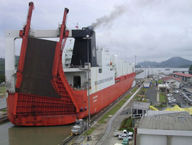 Ship_passing_through_Panama_Canal_01.jpg